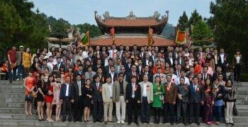 Các Luật sư Công ty và Lãnh đạo Văn phòng Hải Dương dâng hương tại Đền thờ Danh nhân văn hóa Nguyễn Trãi
